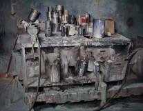 """Autor : GIOVANNI MARZIANO titulo : """"Banco del verniciatore"""" dimensiones y tecnica : cm 80x100 - olio su tela"""